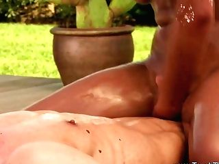 Nuru Rubdown For His Tired Bod To Unwind His Muscles