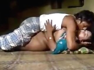 Desi Duo Munching Puss With Fucking On Floor.